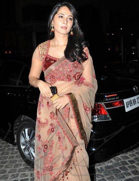anushka shetty at 58th filmfare awards 2011 glamour  images