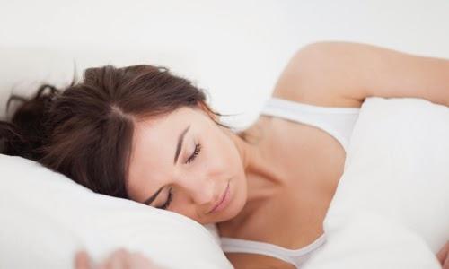 ... tubuh. Sebaliknya, tidur nyenyak selama minimal 6-7 jam sangat penting