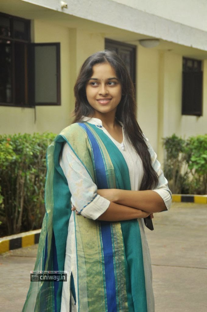Vellaikara-Durai-Movie-Heroine-Sri-Divya-Stills