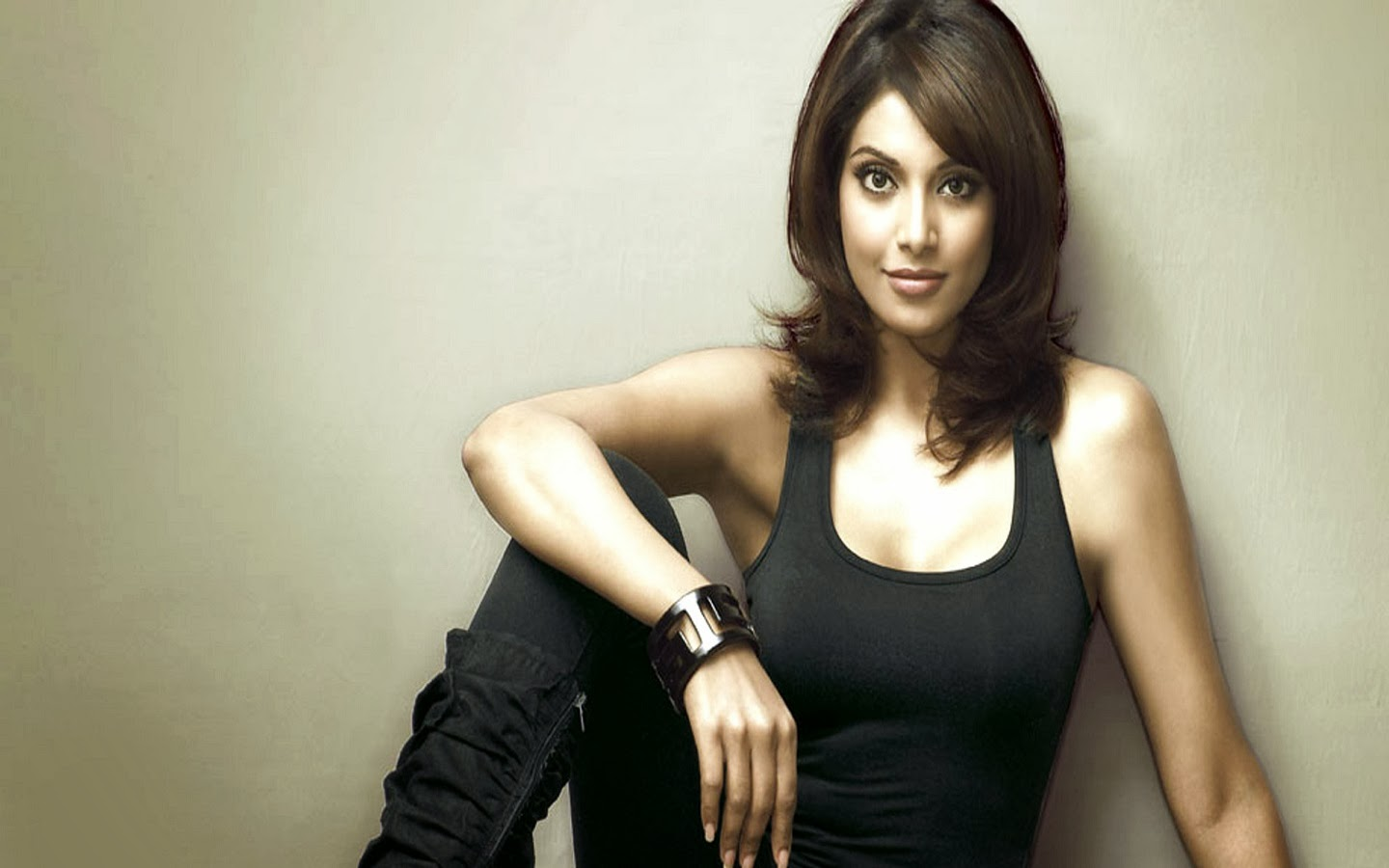 BIPASHA BASU_WALLSTOWN_IN_BOLLYWOOD ACTRESS