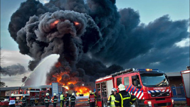 Setan Di Kobaran Api