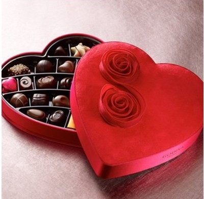 Amazing World Boncu: heart shaped boxes of chocolate