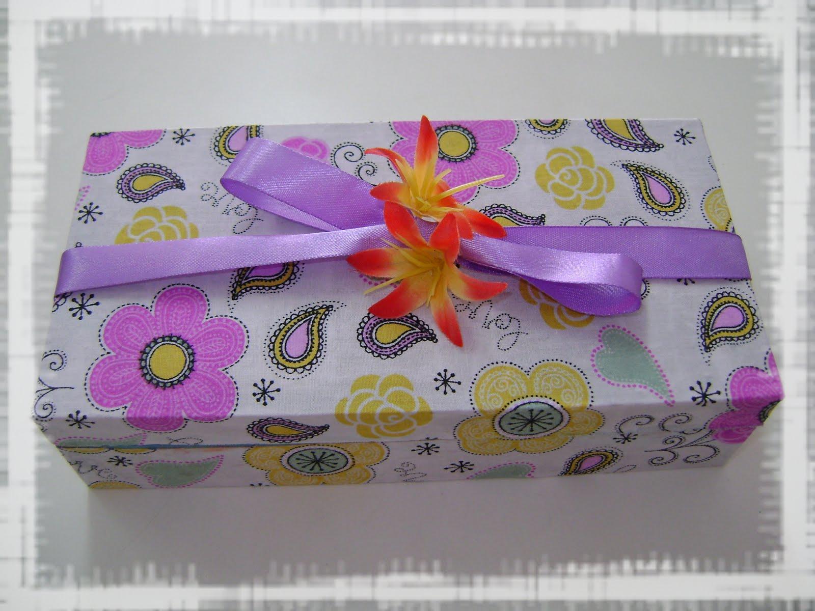 Cria Criativa: Sugestão de Presente: Caixa Madeira com Brigadeiros  #AC271F 1600x1200
