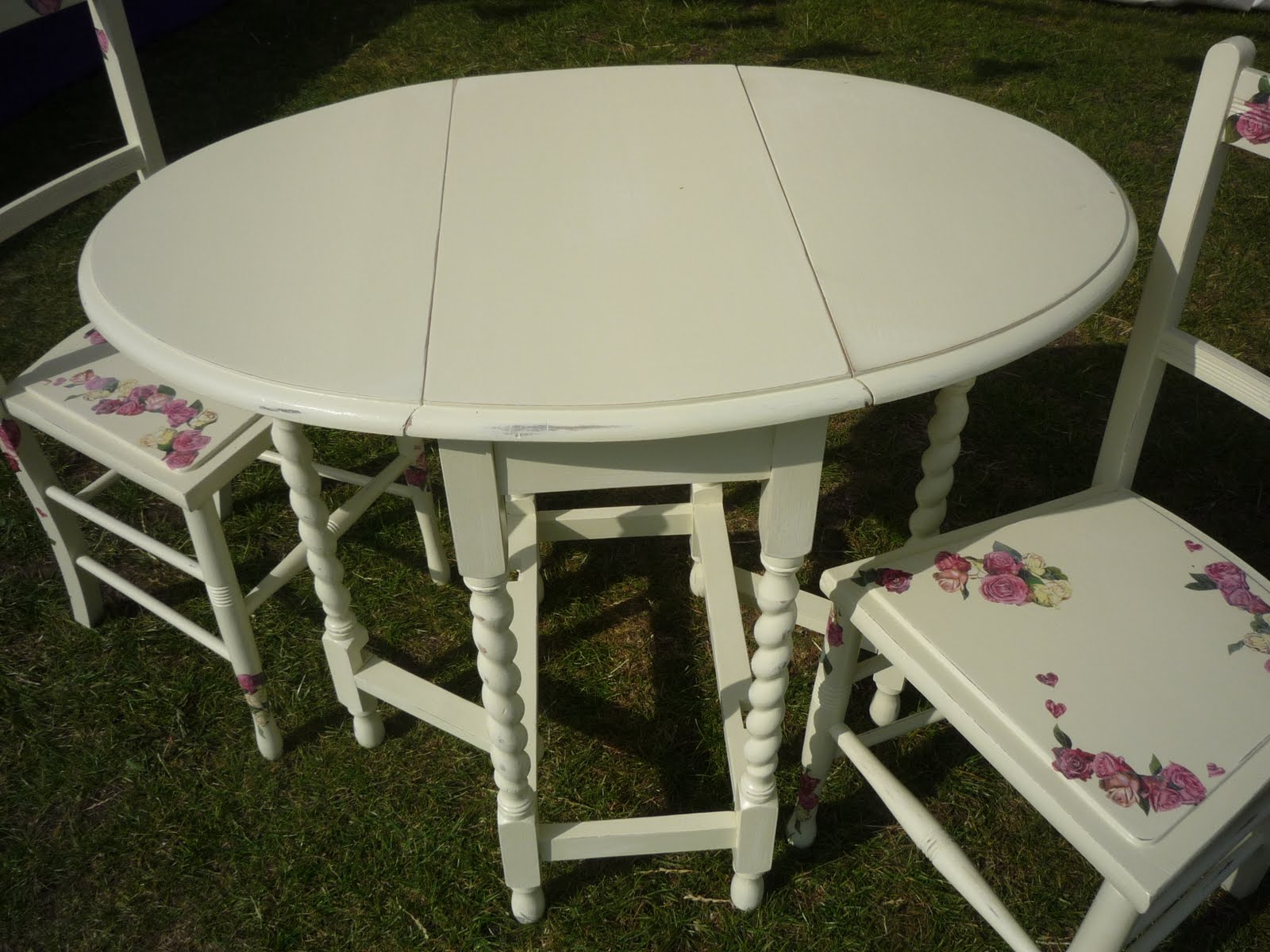 Drop Leaf Distressed Cream Table