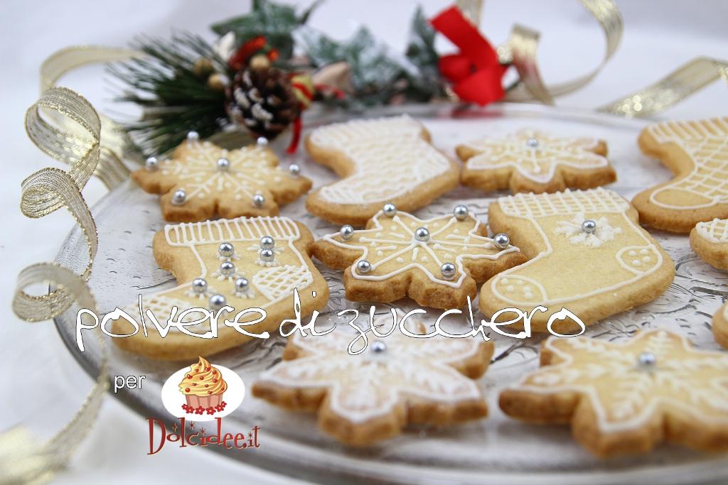 biscotti decorati ghiaccia reale frolla cannella polvere di zucchero