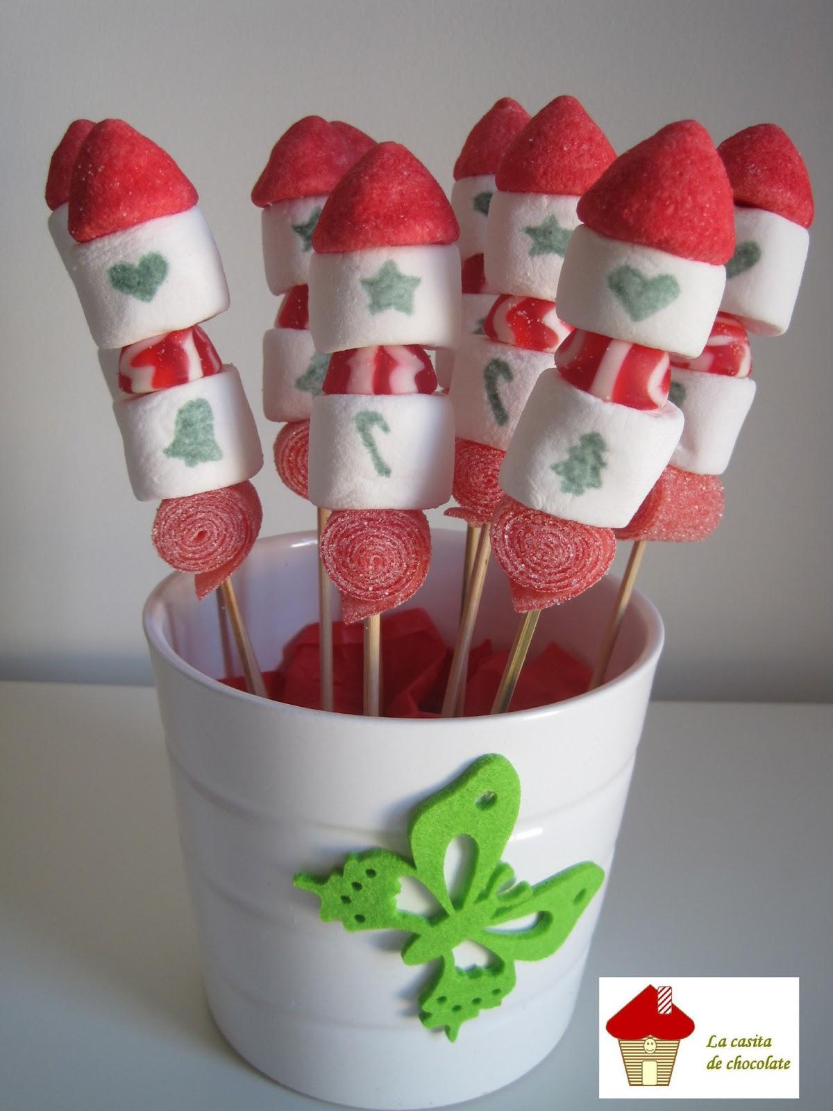 Dulces la casita de chocolate brochetas de nubes for Decoracion navidena con chuches