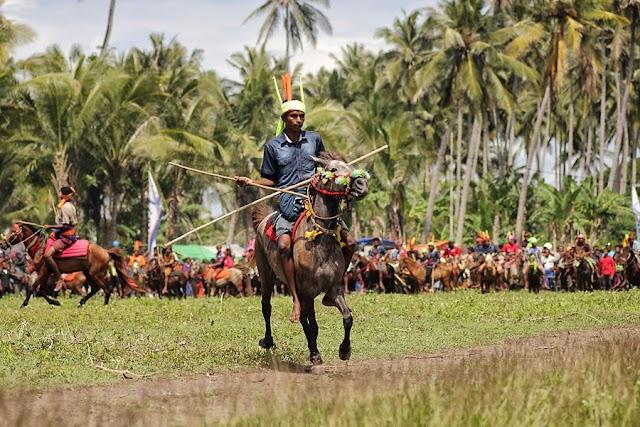 Pasola: Tarian Perang di Atas Kuda