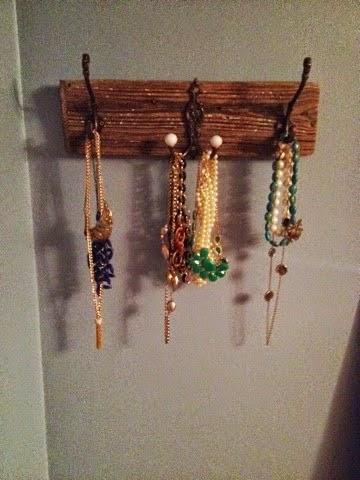 DIY Driftwood Jewelry Hanger from My Life as a Plate