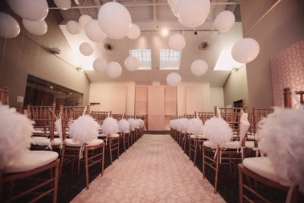 Decorating with feathers design dazzle - Decoration mariage ballon ...