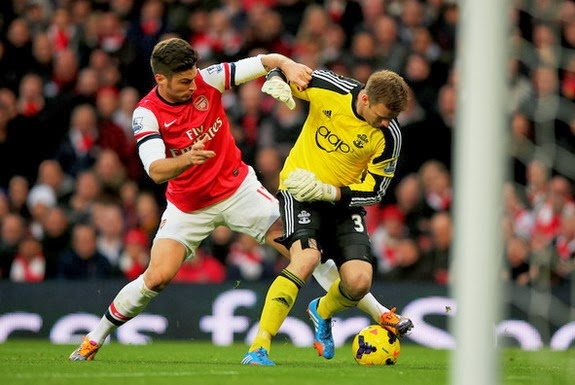 Southampton goalkeeper Artur Boruc loses the ball to Olivier Giroud leading to an Arsenal goal