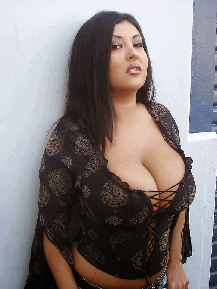 Hot bhabhi beutiful mms india wife normal fat
