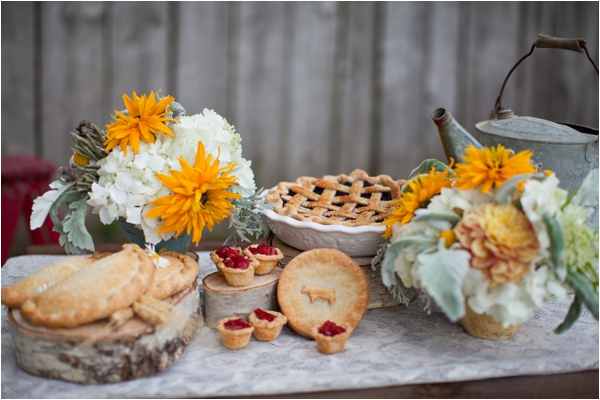 Longhorn Ranch Inspiration Shoot by K.Lindmeier Photography via www.lemagnifiqueblog.com // #wedding #desserts