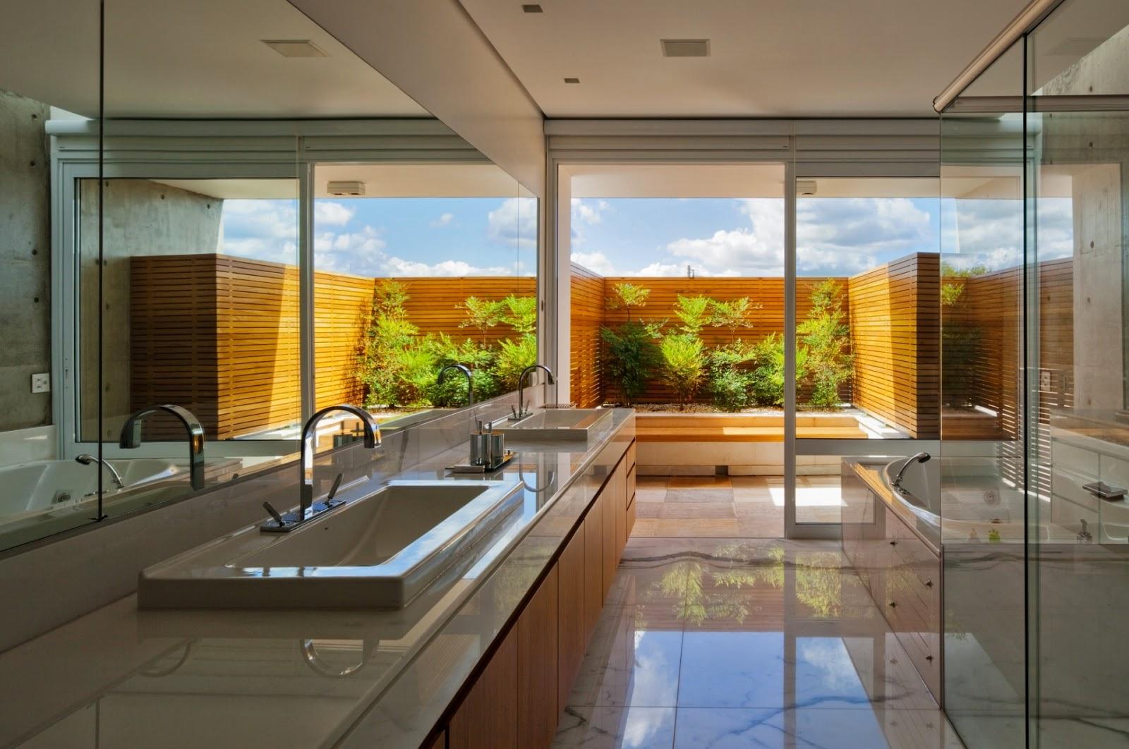 Ainda na onda dos jardins de inverno dá uma olhada nesses banheiros  #B37718 1600 1062