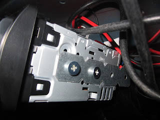Radio mounted with brackets in Volvo 122S