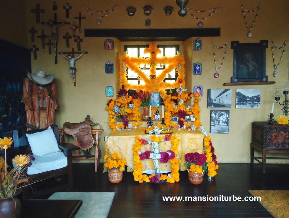 Ofrenda de Día de Muertos en Hotel Mansión Iturbe en Pátzcuaro