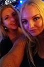 Blondes unite
