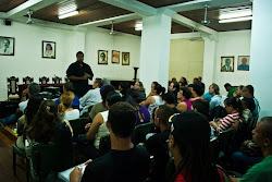 """Apresentação e  palestra  sobre o filme """"Lixo  Extraordinário"""" com o  prof.  Marcus  Leone Coelho"""