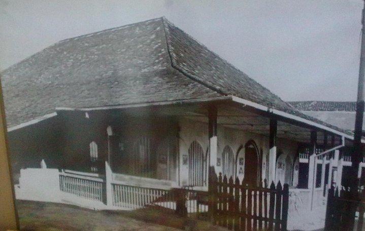 Download this Masjid Kuching Atau Lebih Dikenali Sebagai Tambi picture