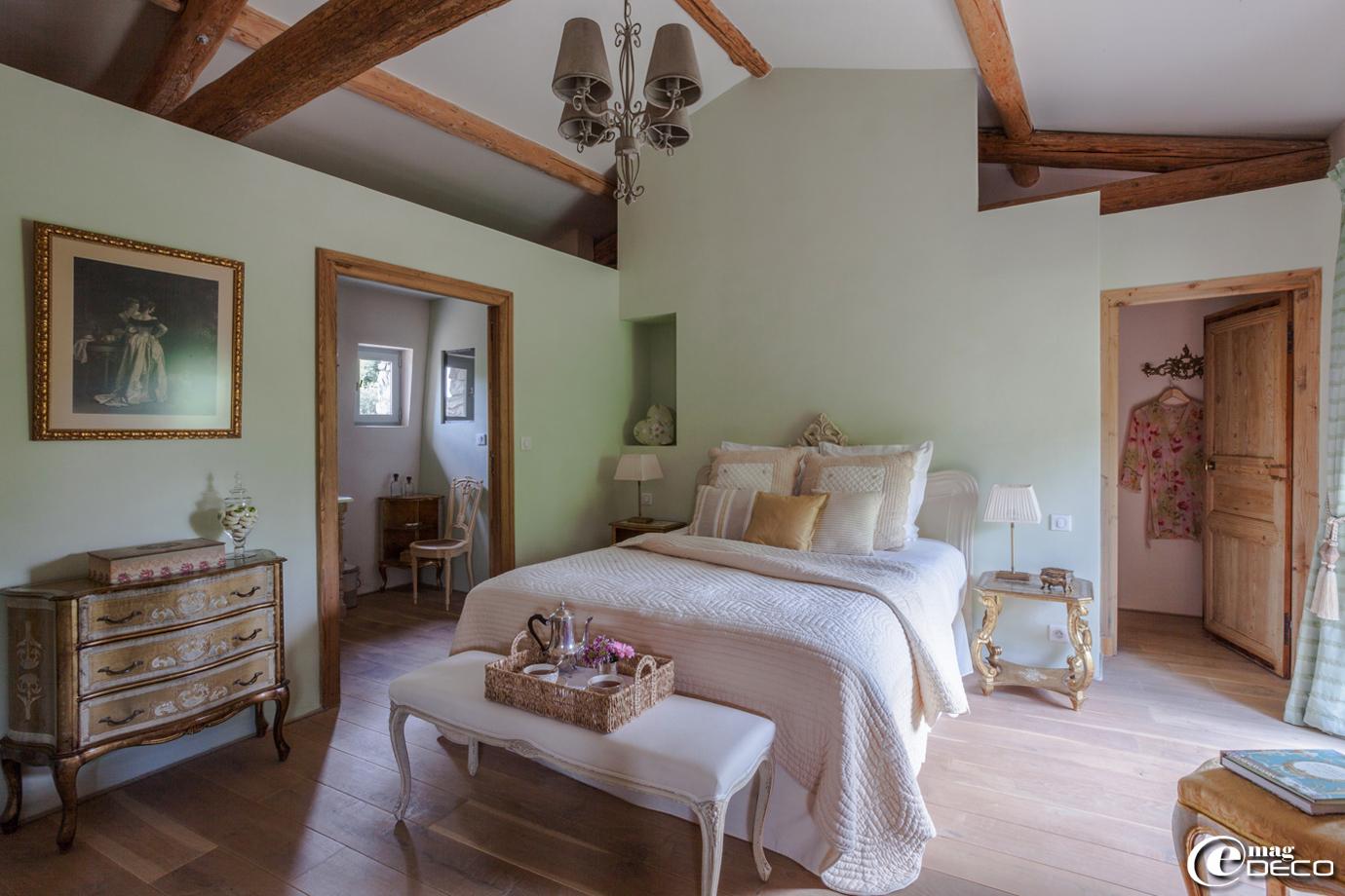amazing chambre rose et aubergine la bergerie de fontbonne with chambre couleur aubergine. Black Bedroom Furniture Sets. Home Design Ideas