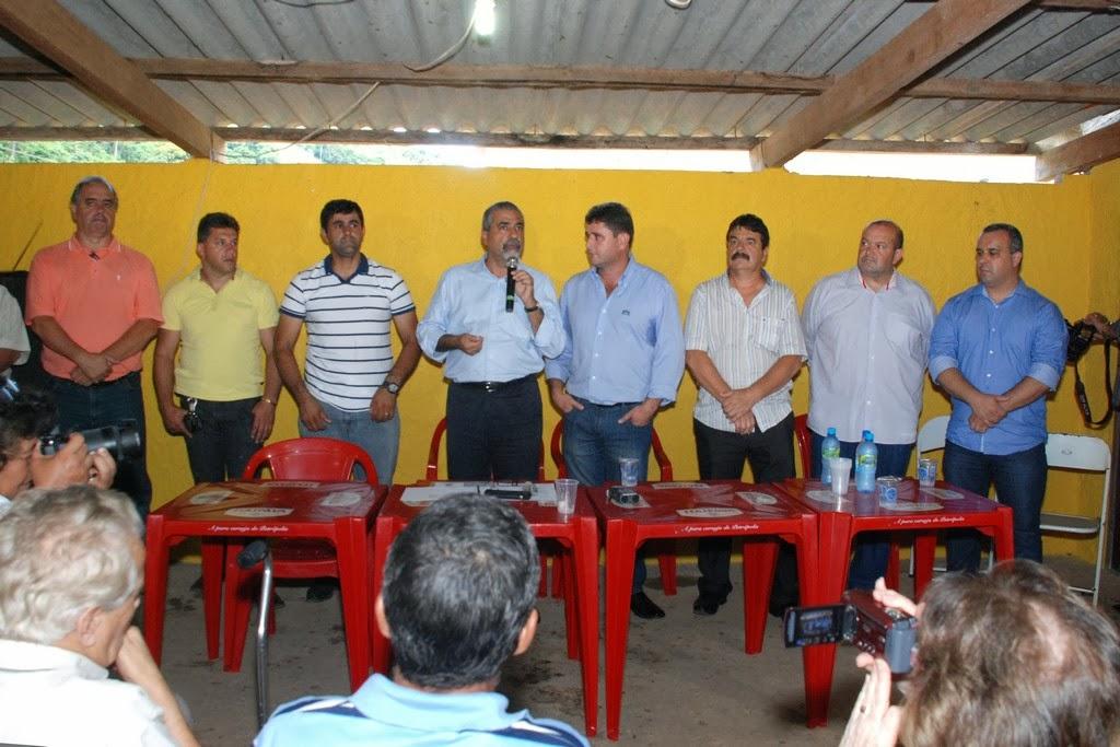 Secretário estadual Christino Áureo e prefeito Arlei (ao centro) anunciam várias melhorias para o 2° Distrito de Teresópolis e região