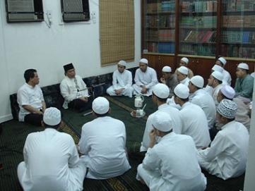 Gambar Amalan Sunnah yaitu Memper erat Silaturahmi di Bulan Suci Ramadhan