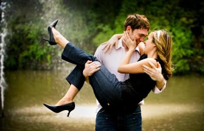 5 Tips to Getting A Girlfriend - man carrying a woman
