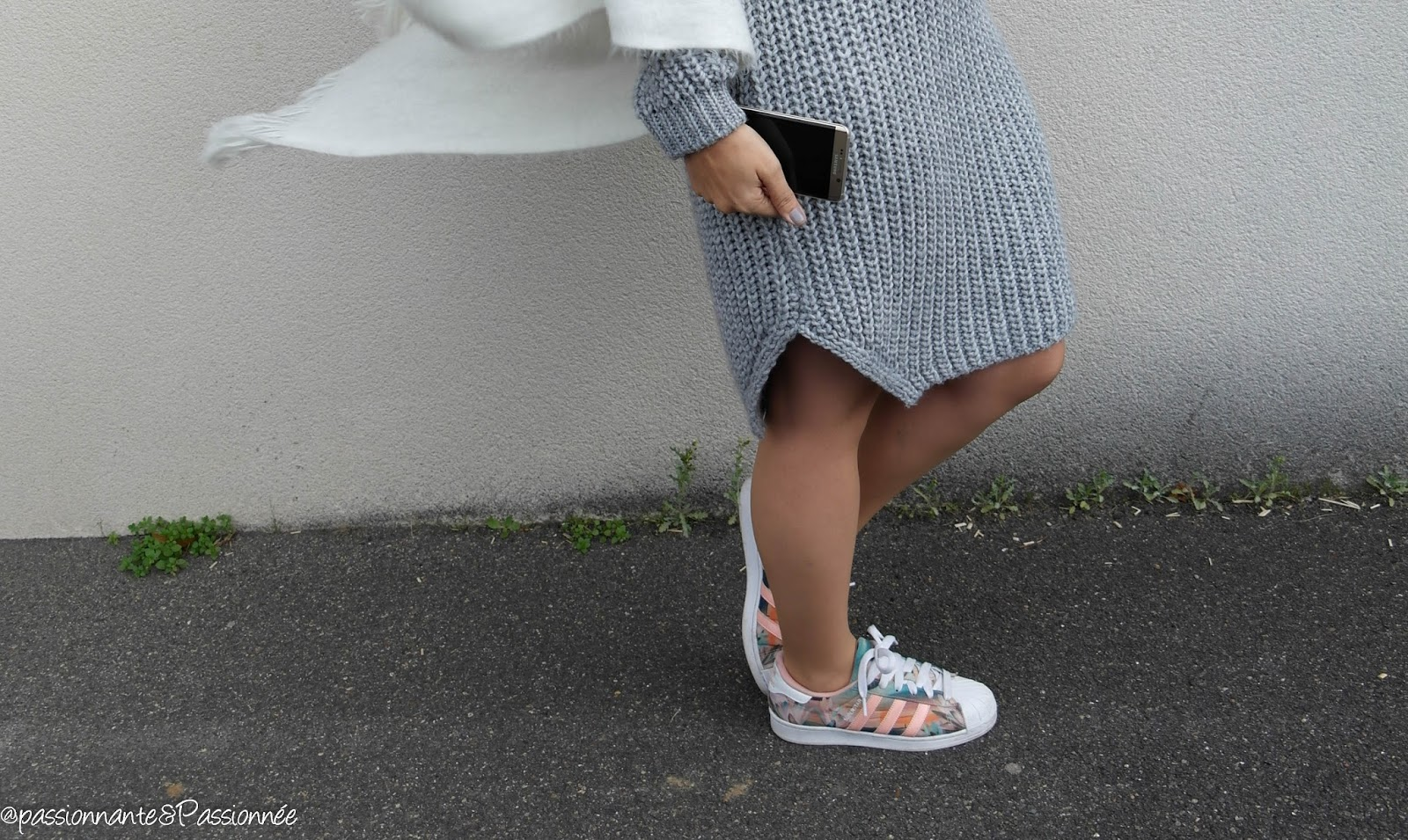 Robe pull et baskets