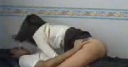 YalaTUBE Liseli kızı eve atmış daracık ammını sikiyor