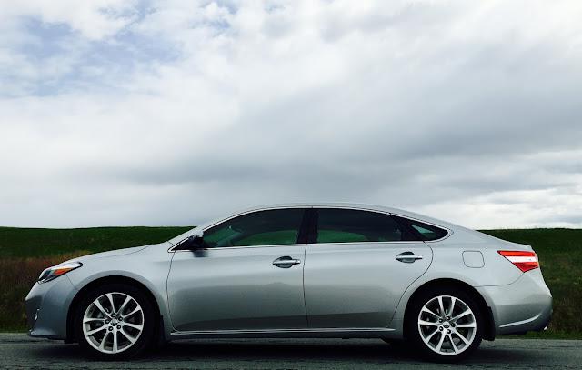 2015 Toyota Avalon Limited side
