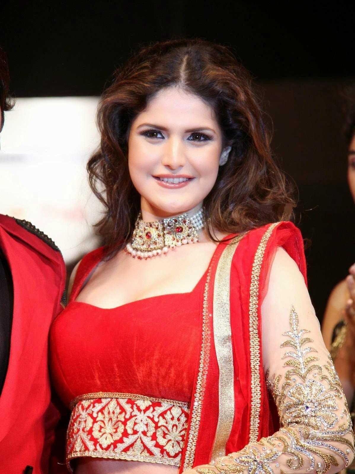 Bollywood Actress Saree Collections: Zarine Khan Ramp Walk ...