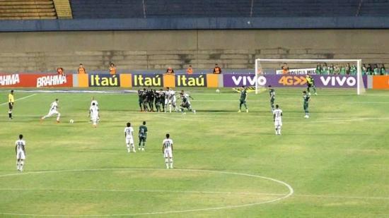 Goiás e Chapecoense fizeram um jogo sem graça no Serra Dourada