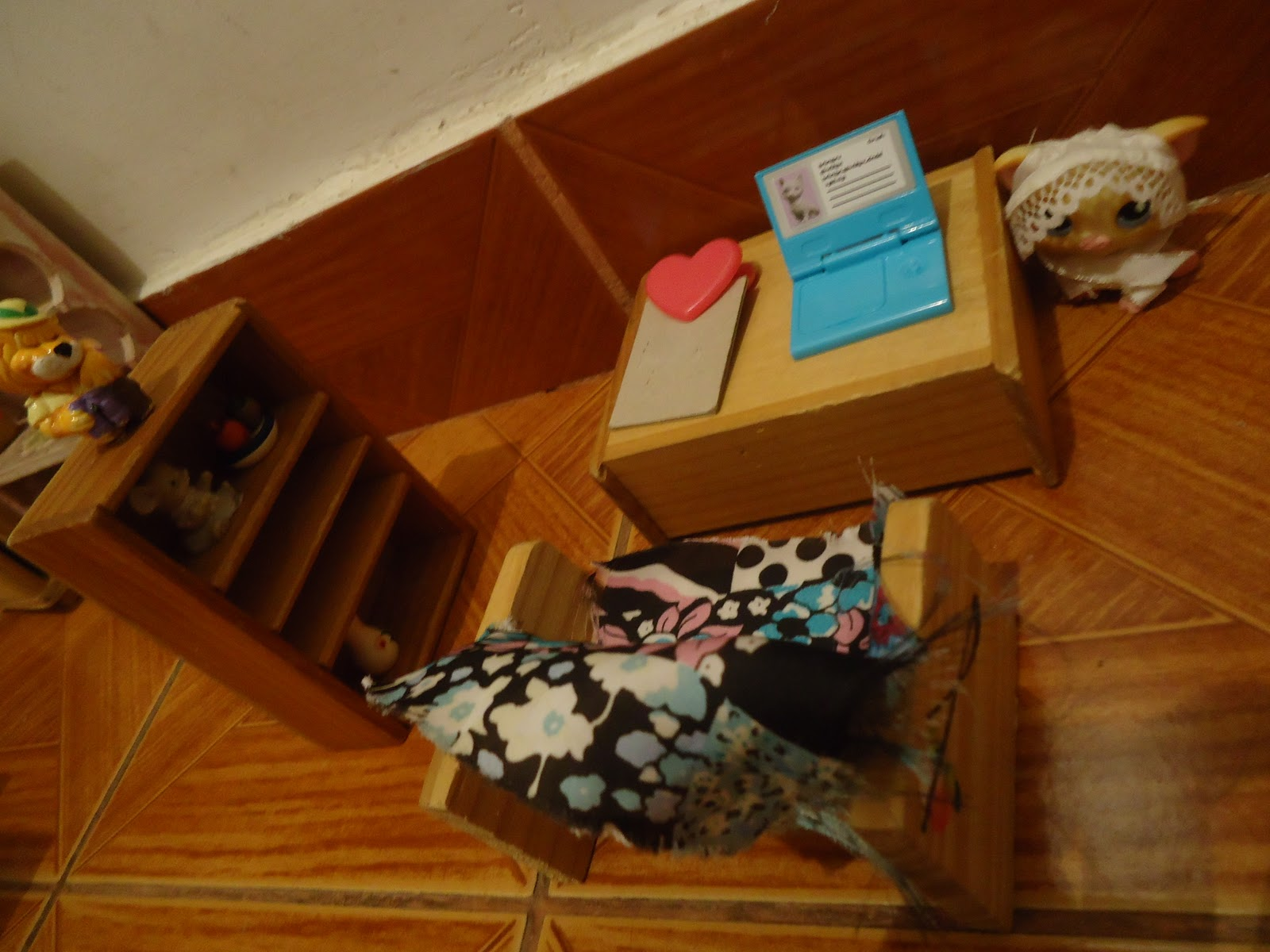 Moda Num Clique! By Julia Ramos: Minha Coleção de Barbies^^ #703207 1600x1200 Banheiro Da Barbie De Papelão