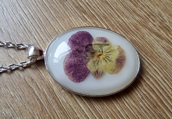 Real Violet Flower in Resin Necklace