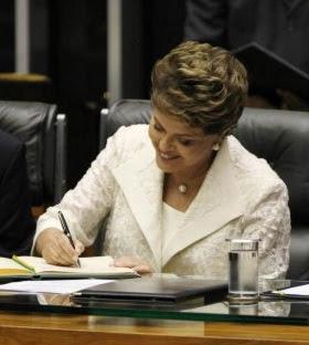 http://1.bp.blogspot.com/-hrgZmtYqgvE/Td5xtz71S-I/AAAAAAAAAu0/9DckNwgTmk8/s350/Dilma%252C%2Bassina.jpg