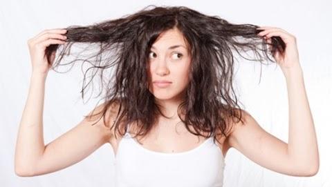 4 Tips Jitu Mengatasi Rambut Kering dan Tidak Sehat