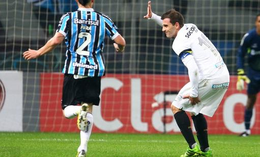 Montillo contra Grêmio