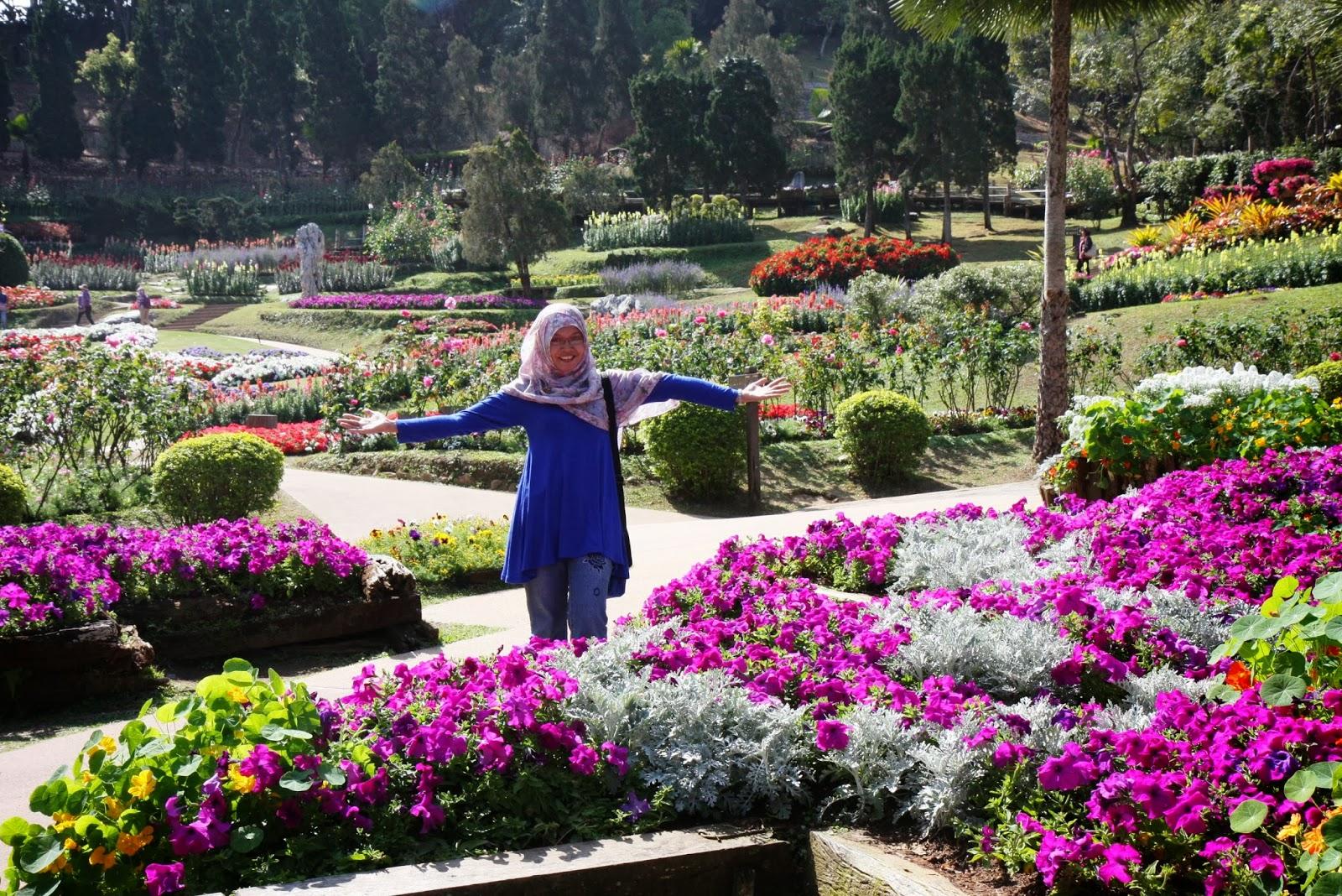 sari+in+mae+fah+luang+garden.jpg