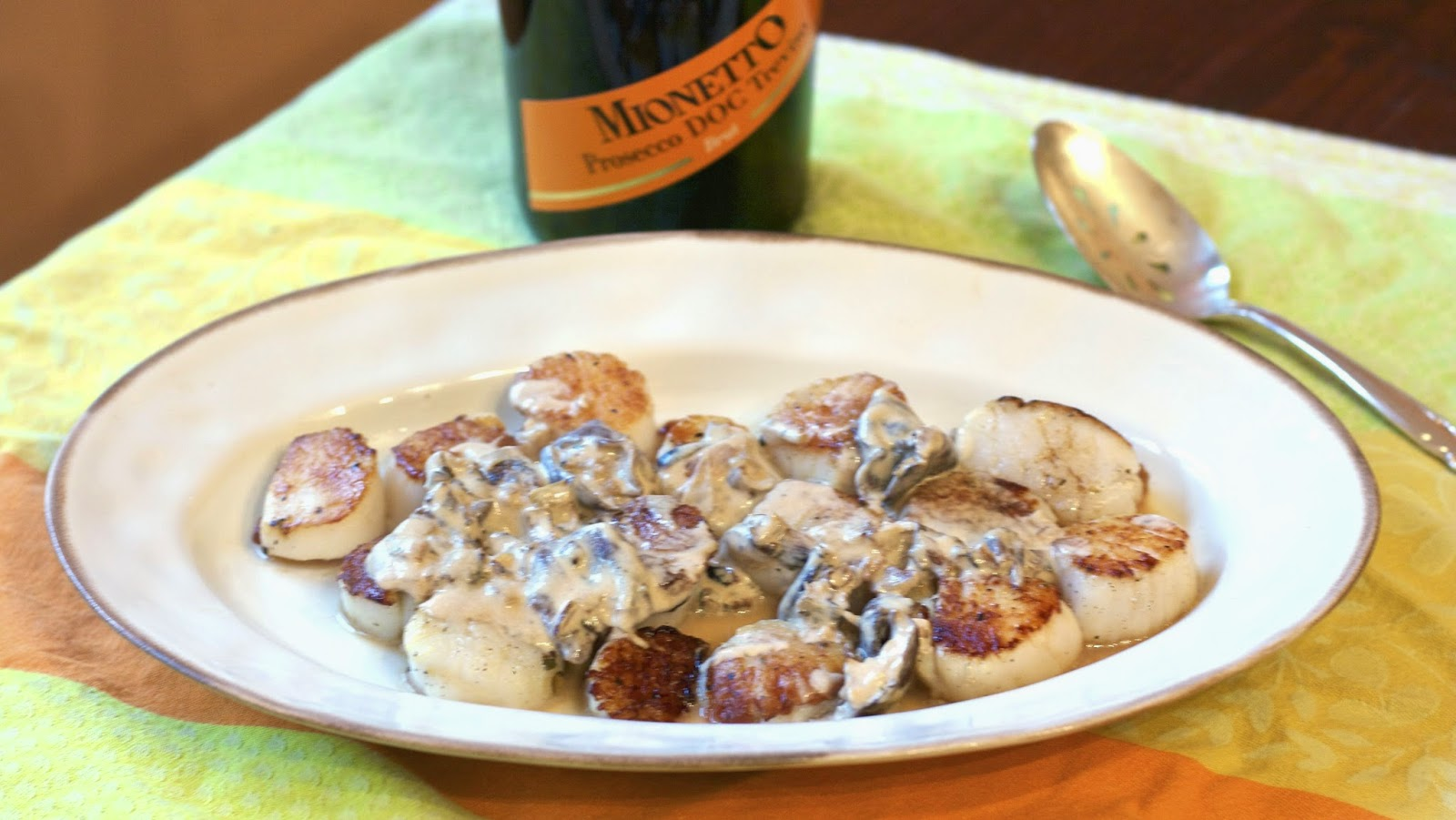 Scallops in Prosecco Sauce: simplelivingeating.com