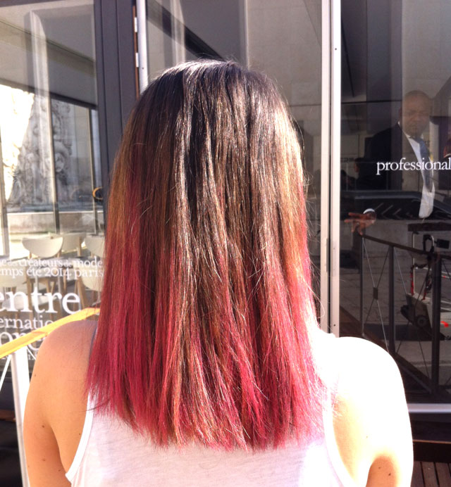 Coupe de cheveux pointe rouge