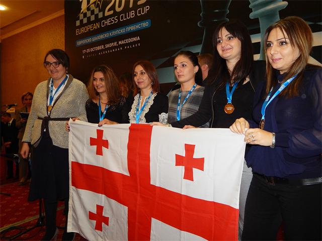 L'équipe féminine d'échecs de Géorgie, championne en 2014 à Skopje