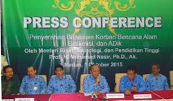Menristekdikti Serahkan Beasiswa di Wilayah Medan