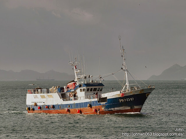 fotos de barcos, imagenes de barcos, siempre san benito, palangrero, a guarda, pesquero, vigo