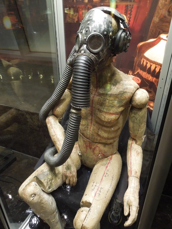 Gas mask mannequin Insidious: Chapter 2