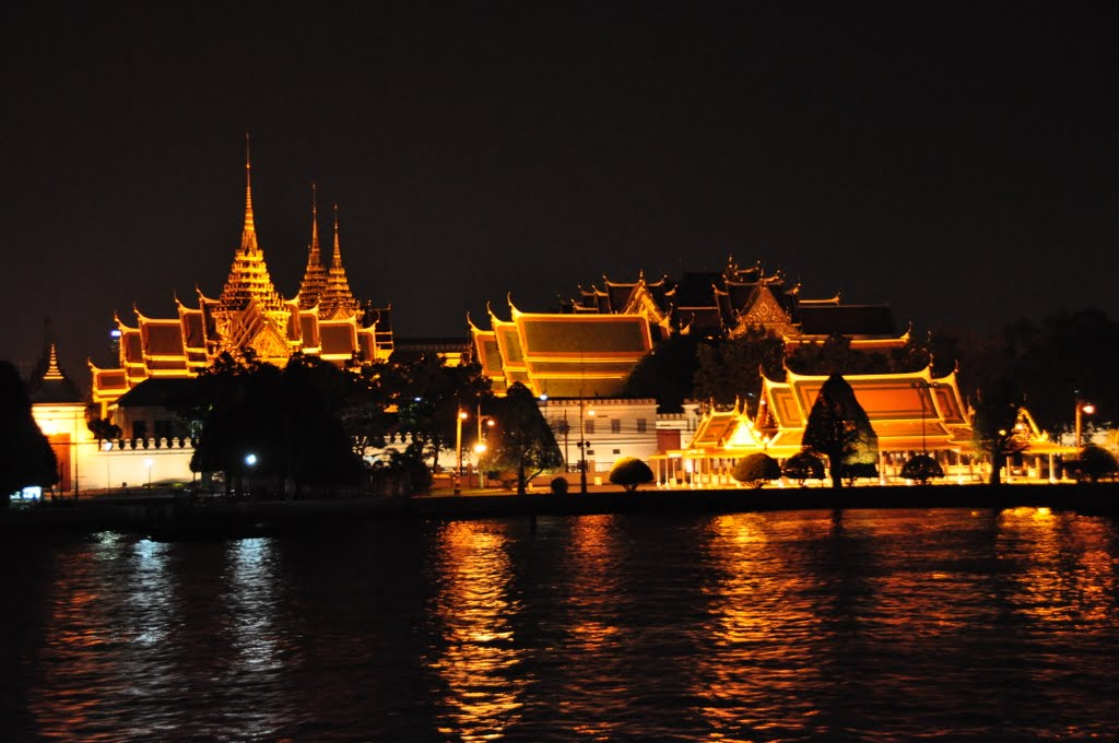 Wat Phra Kaew (Temple of the Emerald Buddha) | Australia ...