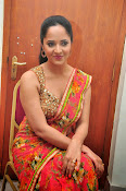 anasuya sizzling saree stills-thumbnail-19