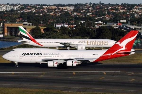 Emirates dan Qantas