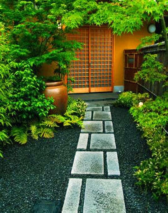 Small spaces japanese home decorating ideas for Small garden design plans