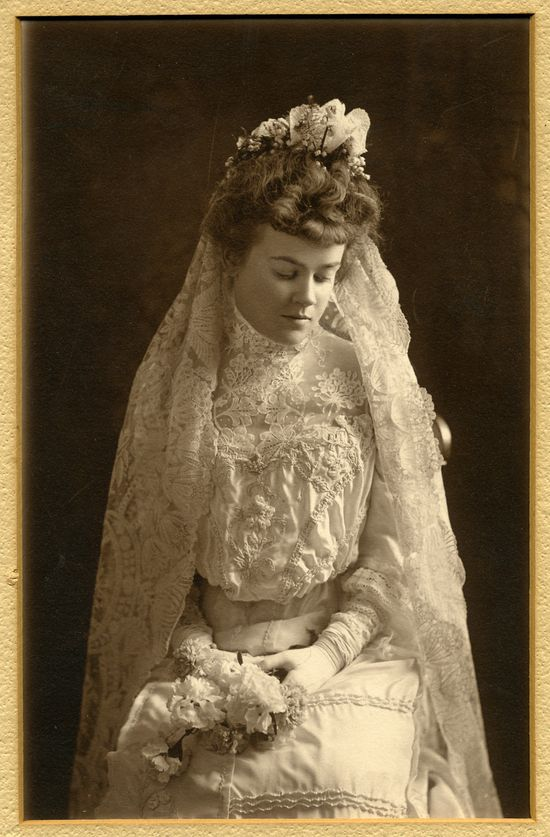 Vintage photos of brides vintage everyday for Vintage wedding dresses nyc