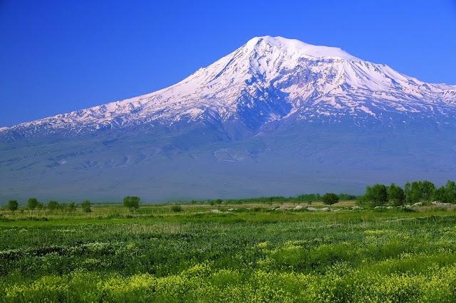 I ragazzi del CAI sulla vetta del monte Ararat