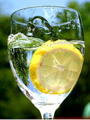 5 Ways Lemon Water Improves Your Health and Speeds Up Weight Loss